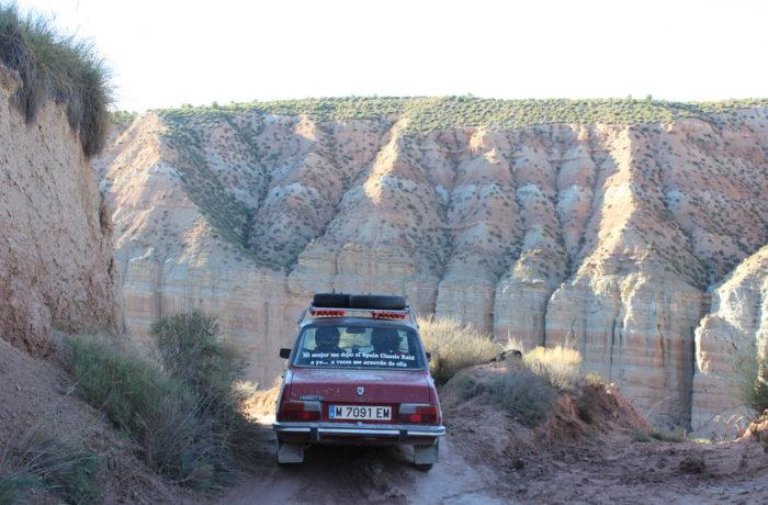 Renault 7 cruzando el desierto